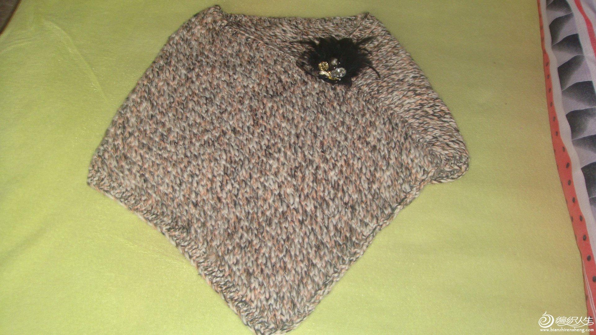 本想织围巾的。线不够就做成这样了。