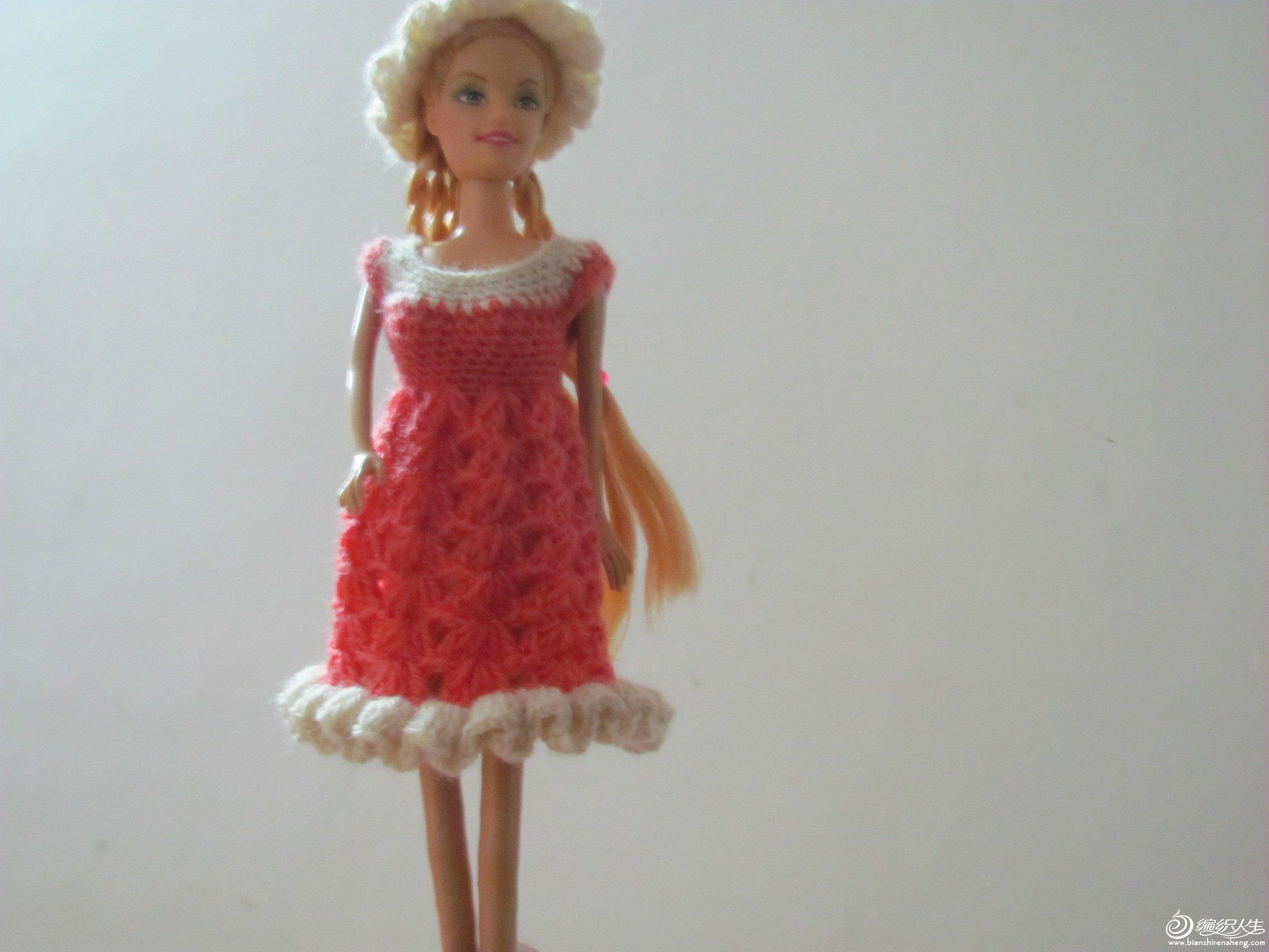 芭比娃娃的裙子和帽子