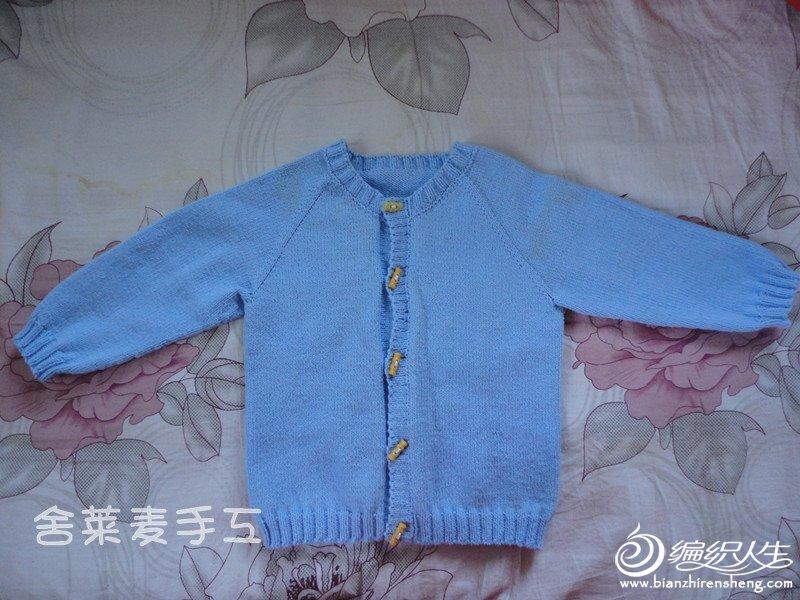 小外哈伦的毛衣,织好后没有来得及拿走。