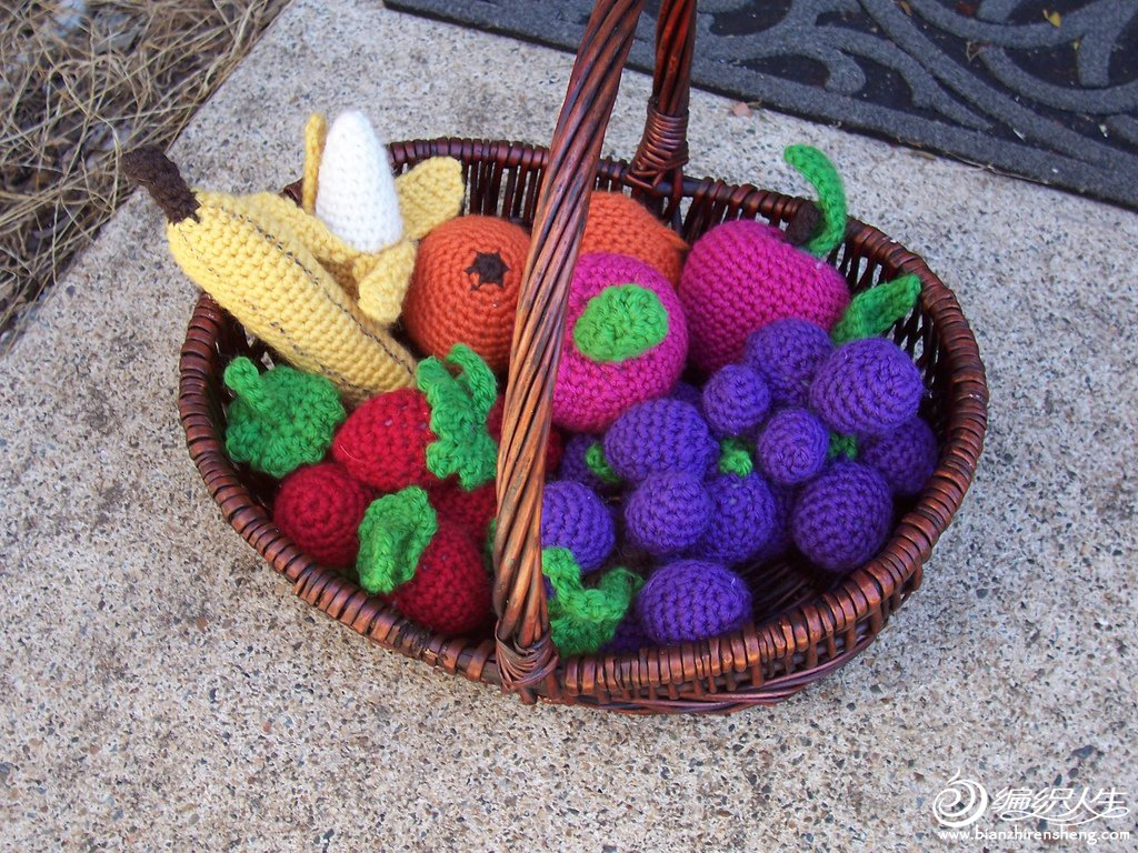 Crocheted Fruits and Vegetables Basket1.jpg
