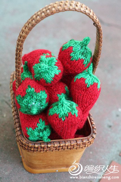 knit strawberries.jpg