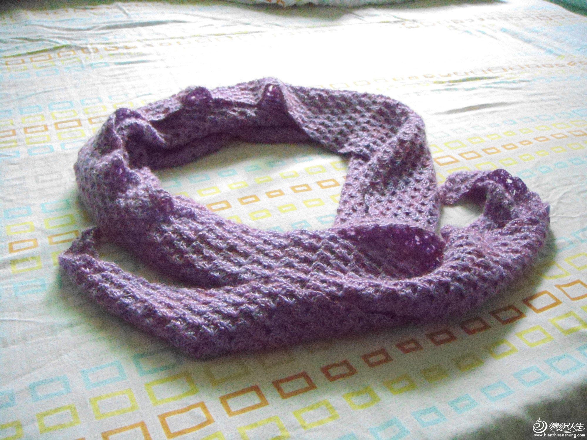 学钩针第一件作品,紫色 三角披肩 高清图片
