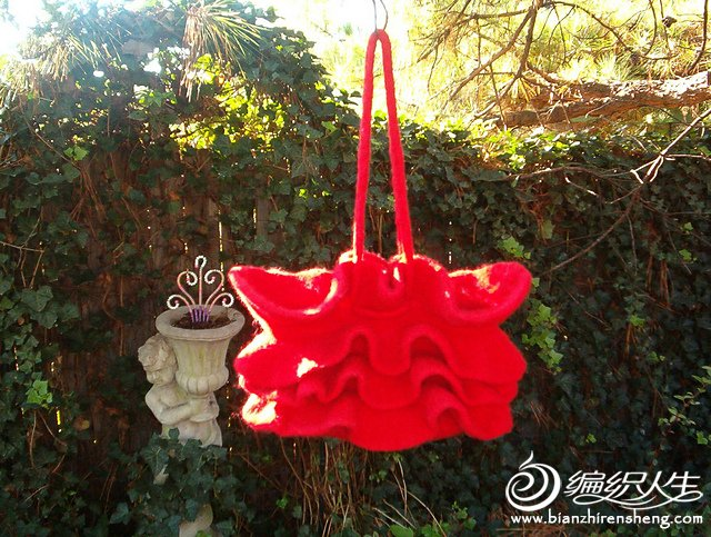 Annie\'s Red Ruffled Felted Purse.jpg