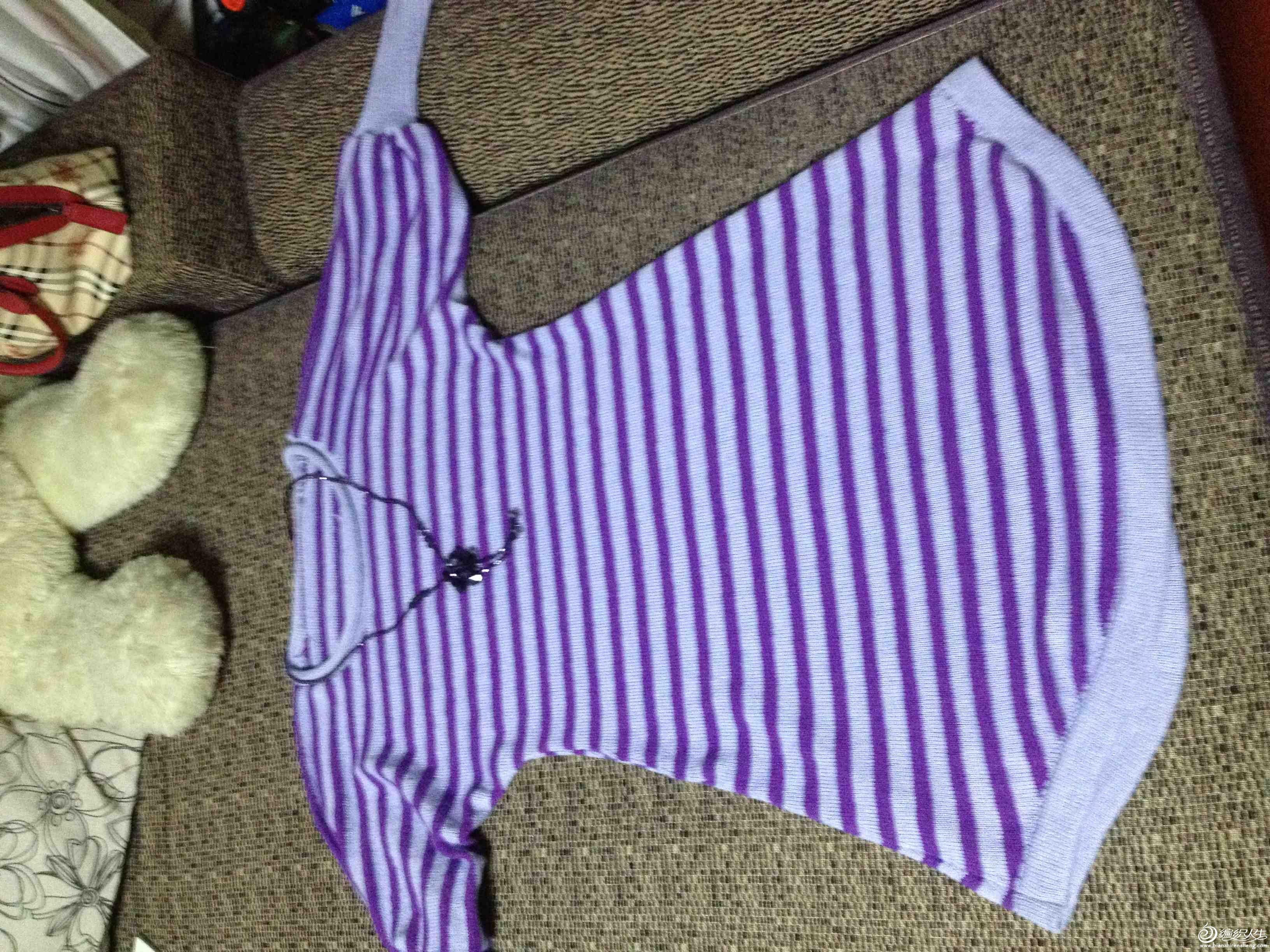 配饰也是紫色的,但是颜色差别蛮大的