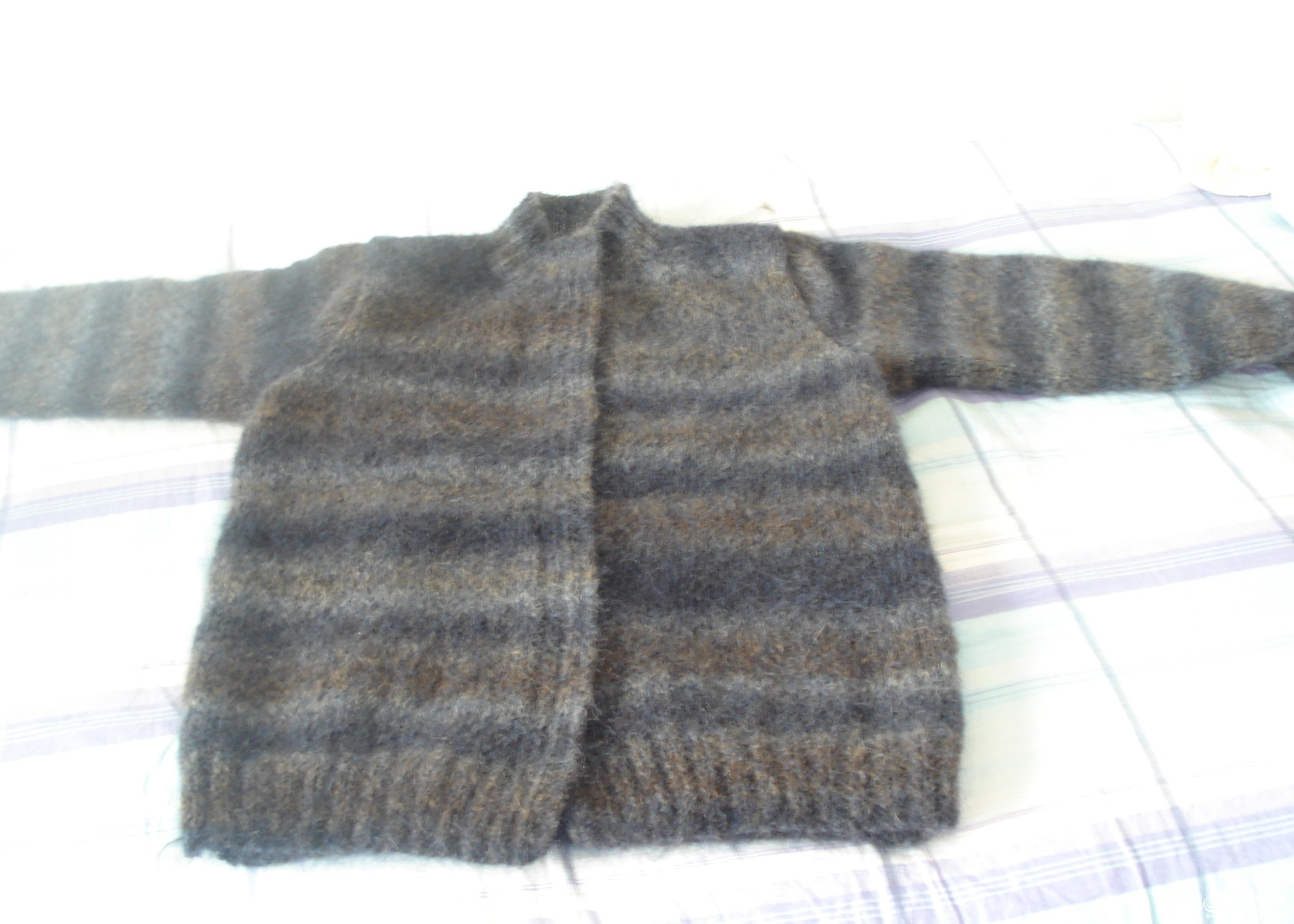 这个帖子又被翻出来了,毛衣已穿了一季,非常保暖,再添加几张新图片