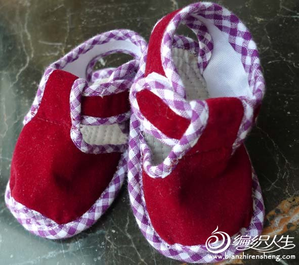 红凉鞋.jpg