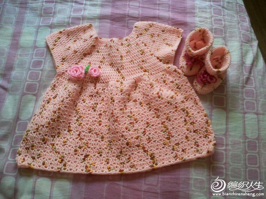 也是马甲裙和高筒宝宝鞋