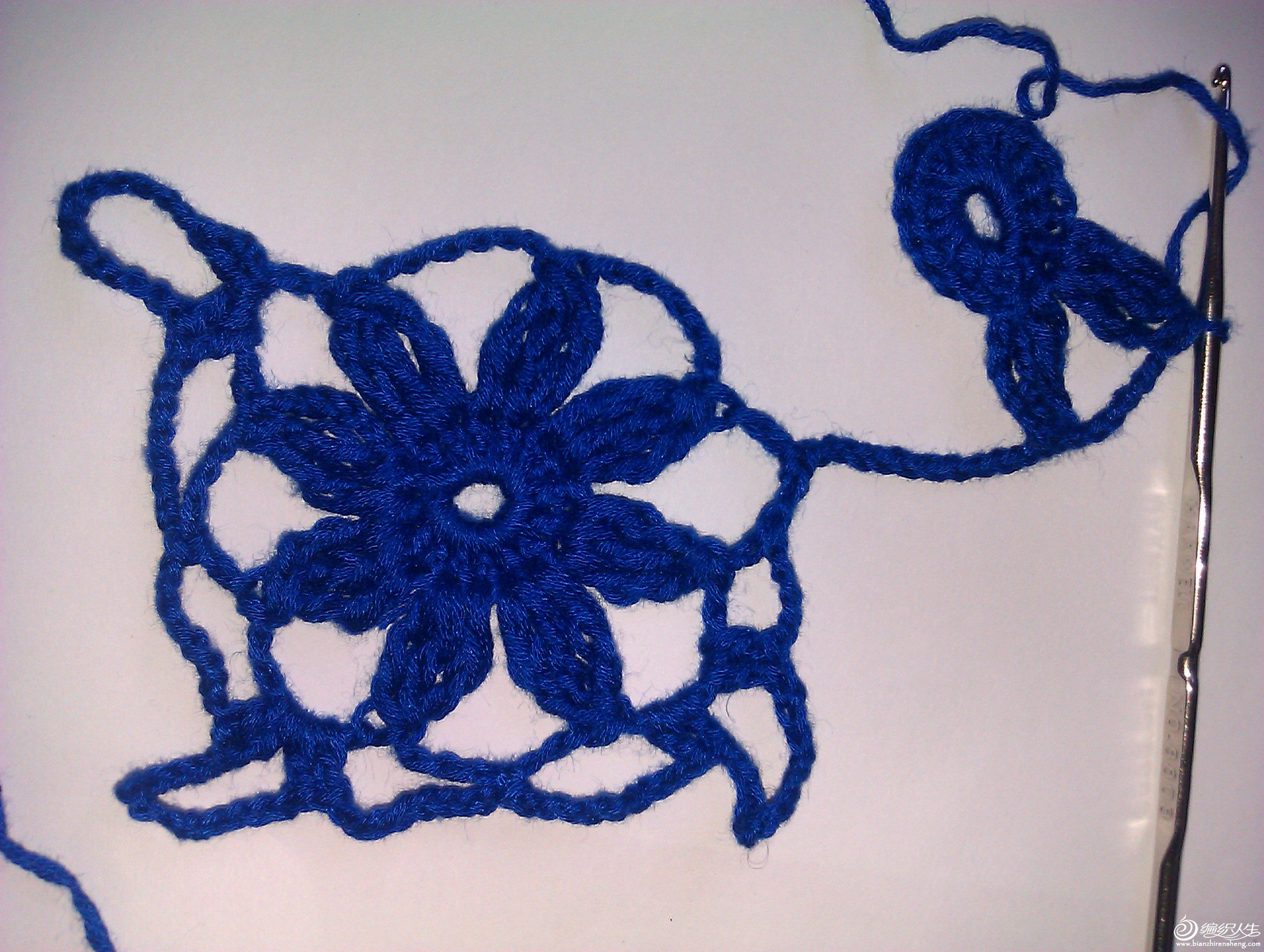 外圈8个辫子针4个角是13辫子