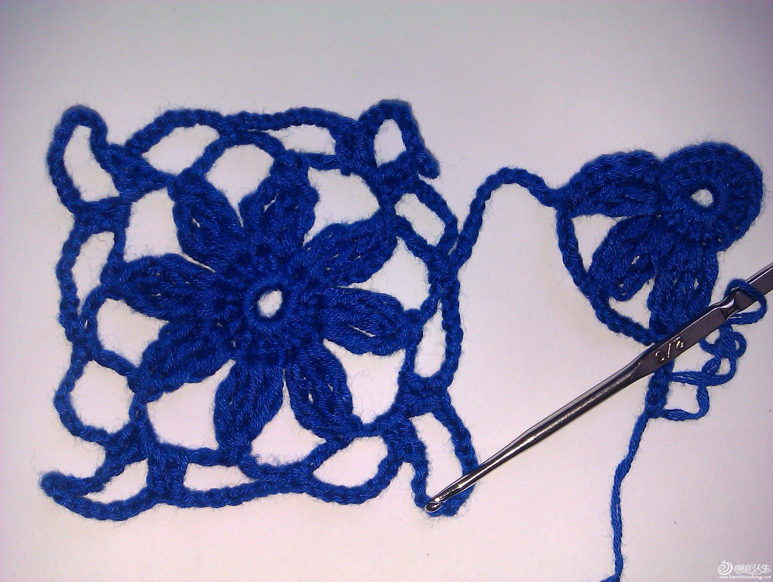 连第二朵花时钩28针辫子到花心