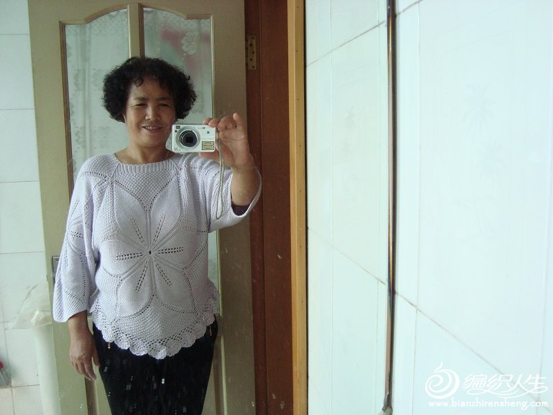 自己在卫生间对着镜子照的真人秀