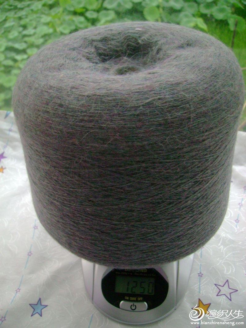 彩色的兔毛线,实体店购买的,颜色非常漂亮,拍不出效果来,原价一筒135元,现价100元,也可以分一半