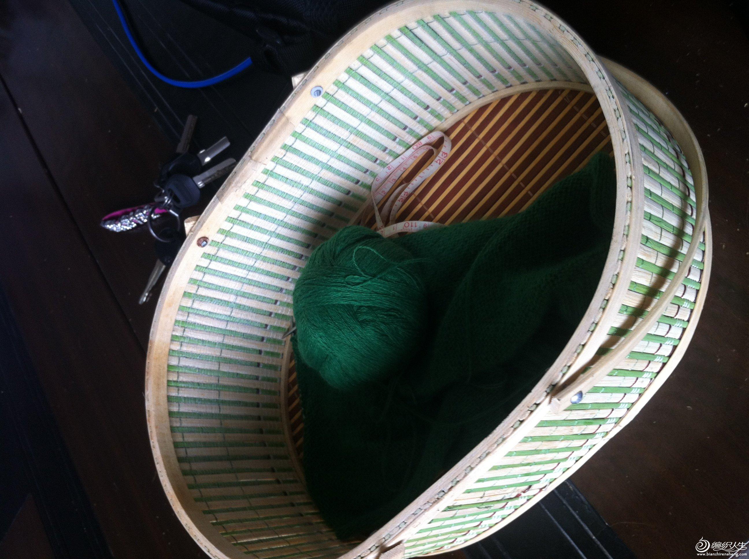 过程图,刚开始织,嘿嘿。我就打算没日没衣的织,要不然儿子穿不上了,哈哈。