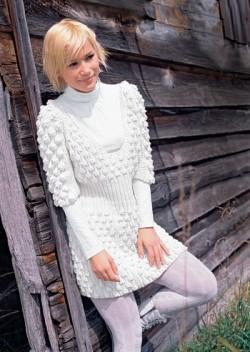 凸纹图案的连衣裙