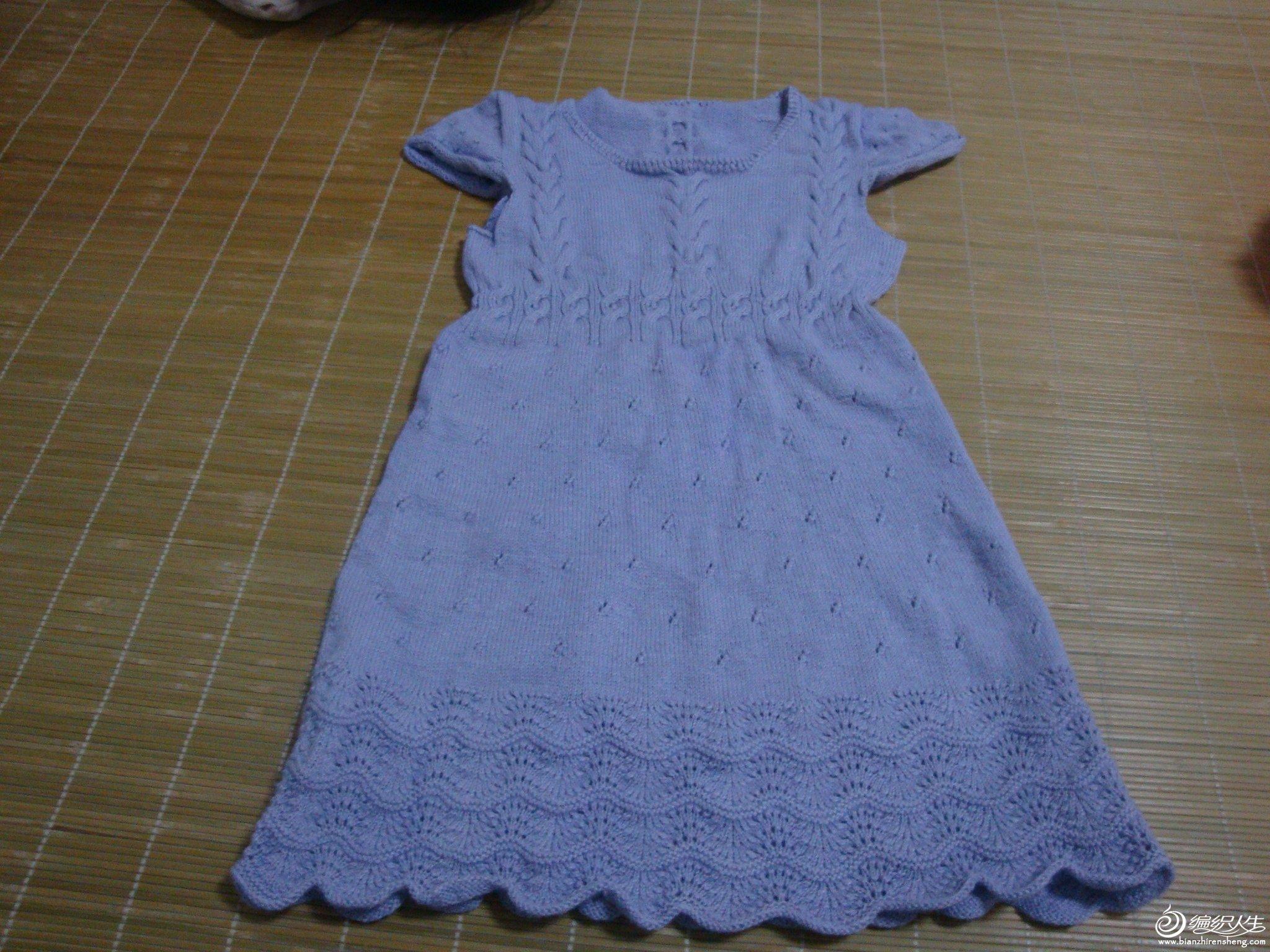 40元一斤淘的羊绒线,给女儿织了一件裙子,随便穿穿。花样也是自己乱织的。