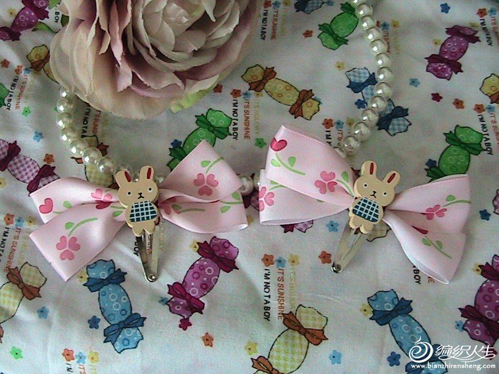 小兔和花朵