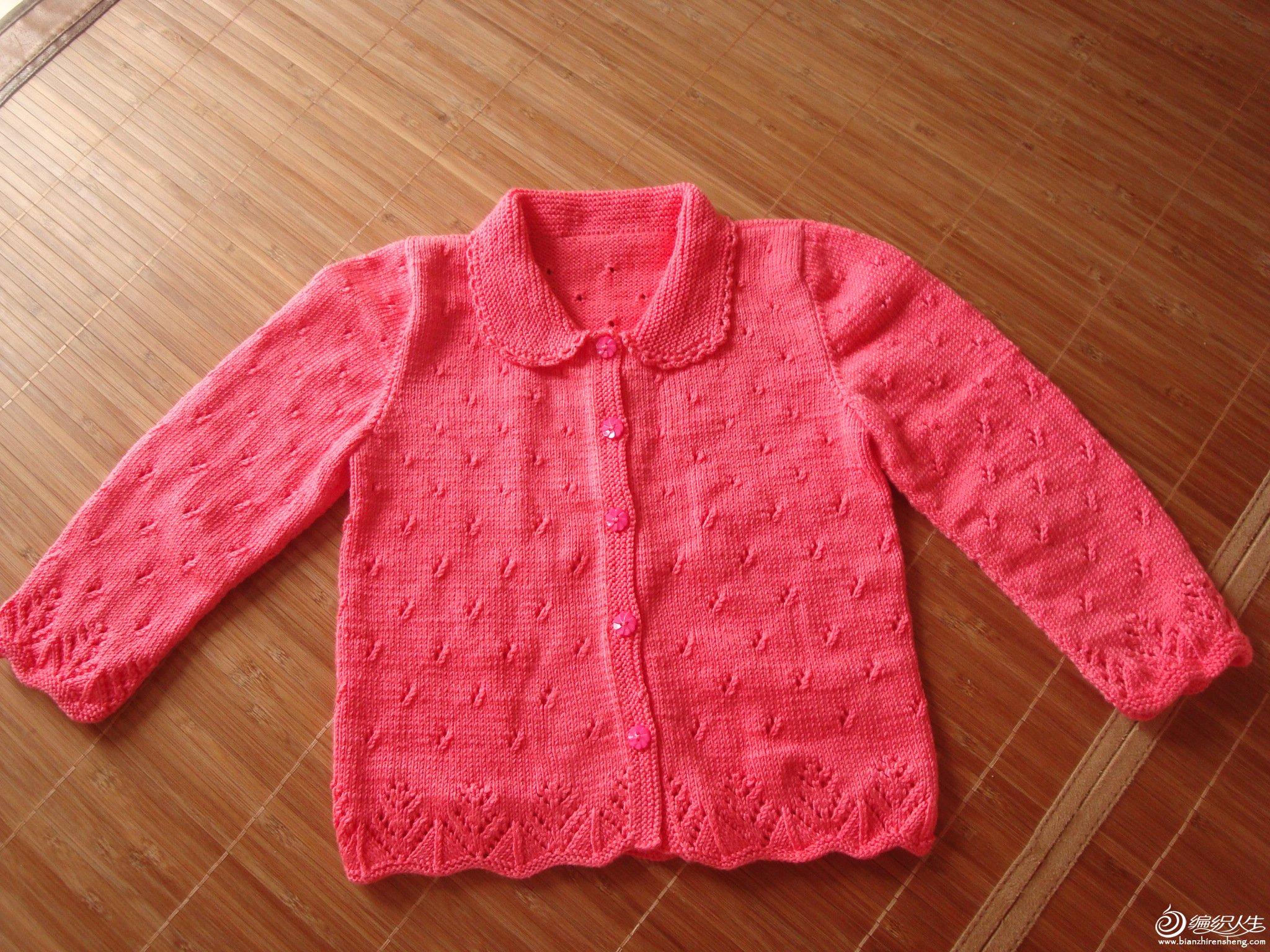 没有女儿,哥哥生了一个女儿,很开心。就给侄女仿两件毛衣。在论坛里看到的,很喜欢。