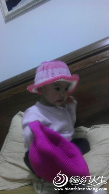 给女儿钩的两顶帽子.jpg