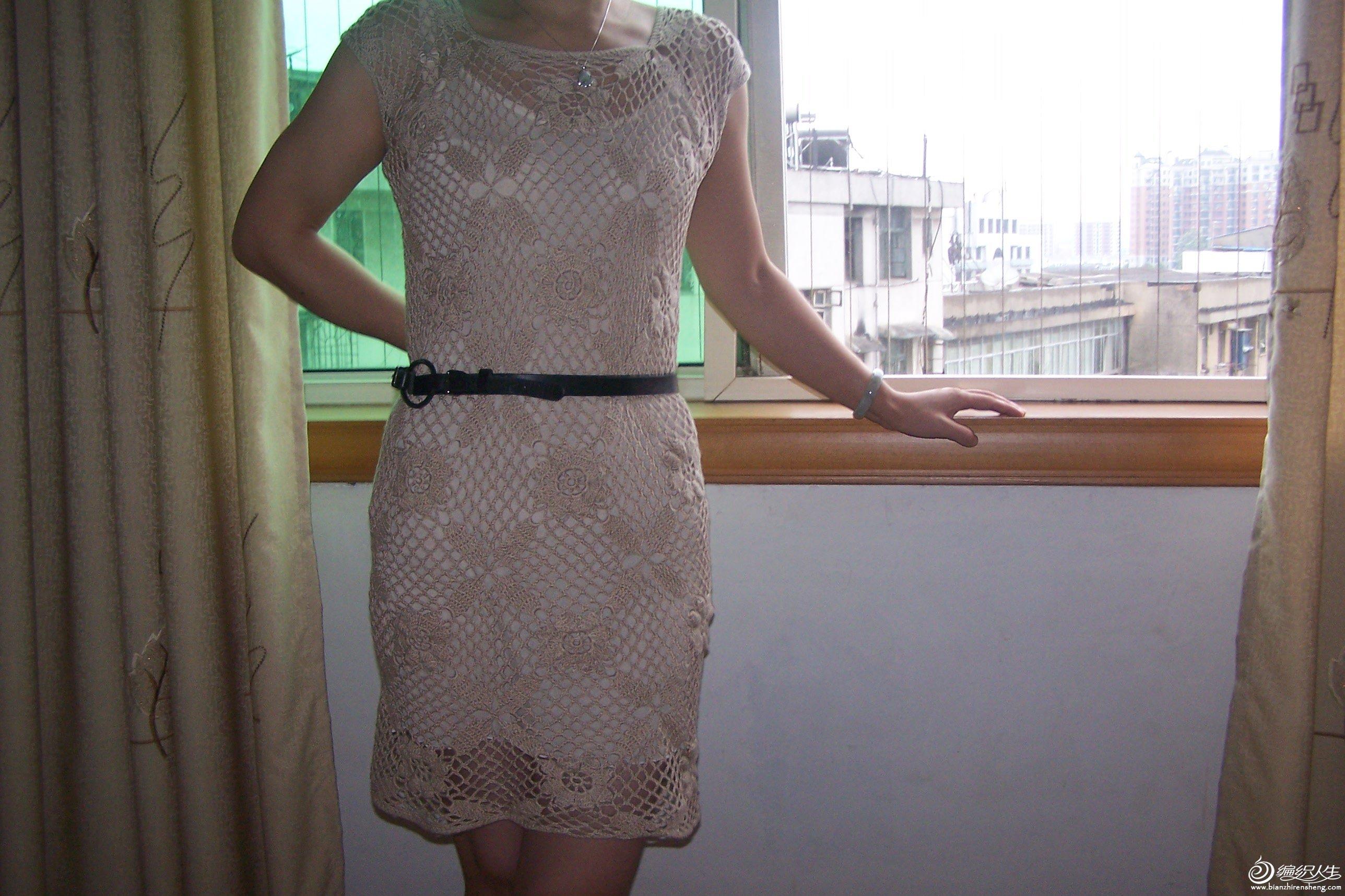 系根腰带当长裙