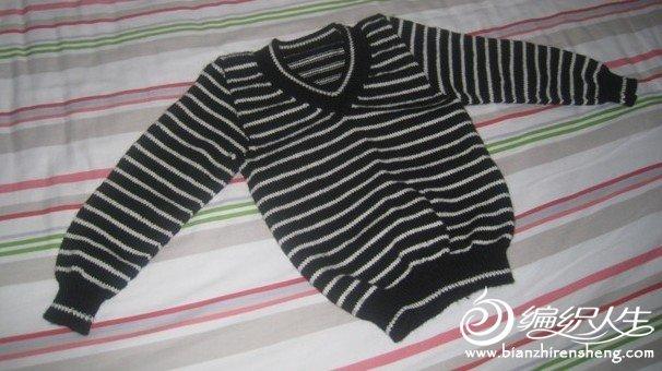 黑白条,里面配上小衬衫,很帅气!