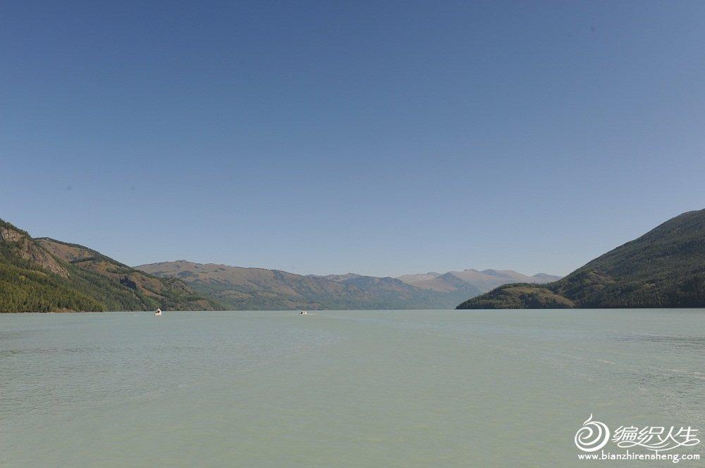 29,在喀纳斯湖泛舟时看到的湖景.jpg
