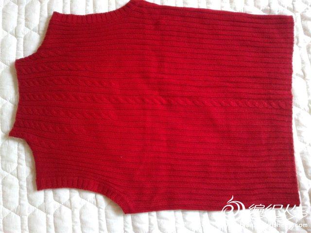 实物是比较亮丽的枣红,弹力针,从肩部量衣长49CM,胸围84CM