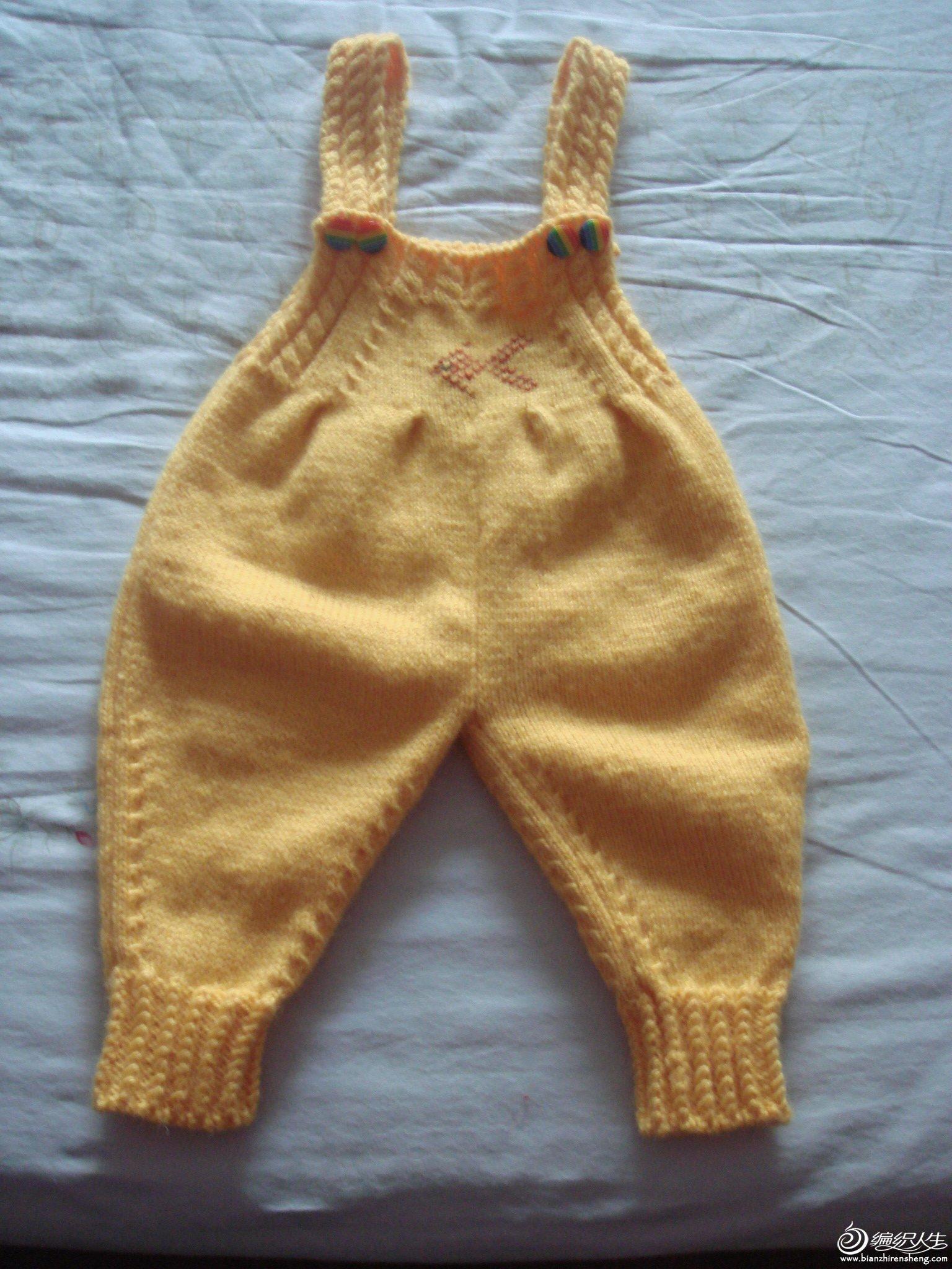 悠游的手工---给朋友孙女织的黄色小金鱼,萝卜背带裤套装.