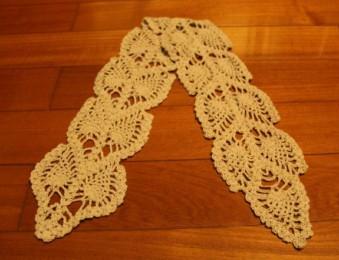 因为感到领圈有点大,就用剩下的线钩了一条围巾