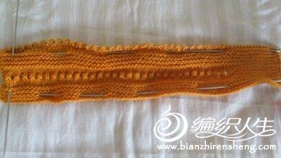 中粗毛线起80针,先织来回8行反正针然后织来针,织到下面边的时候再织反针。