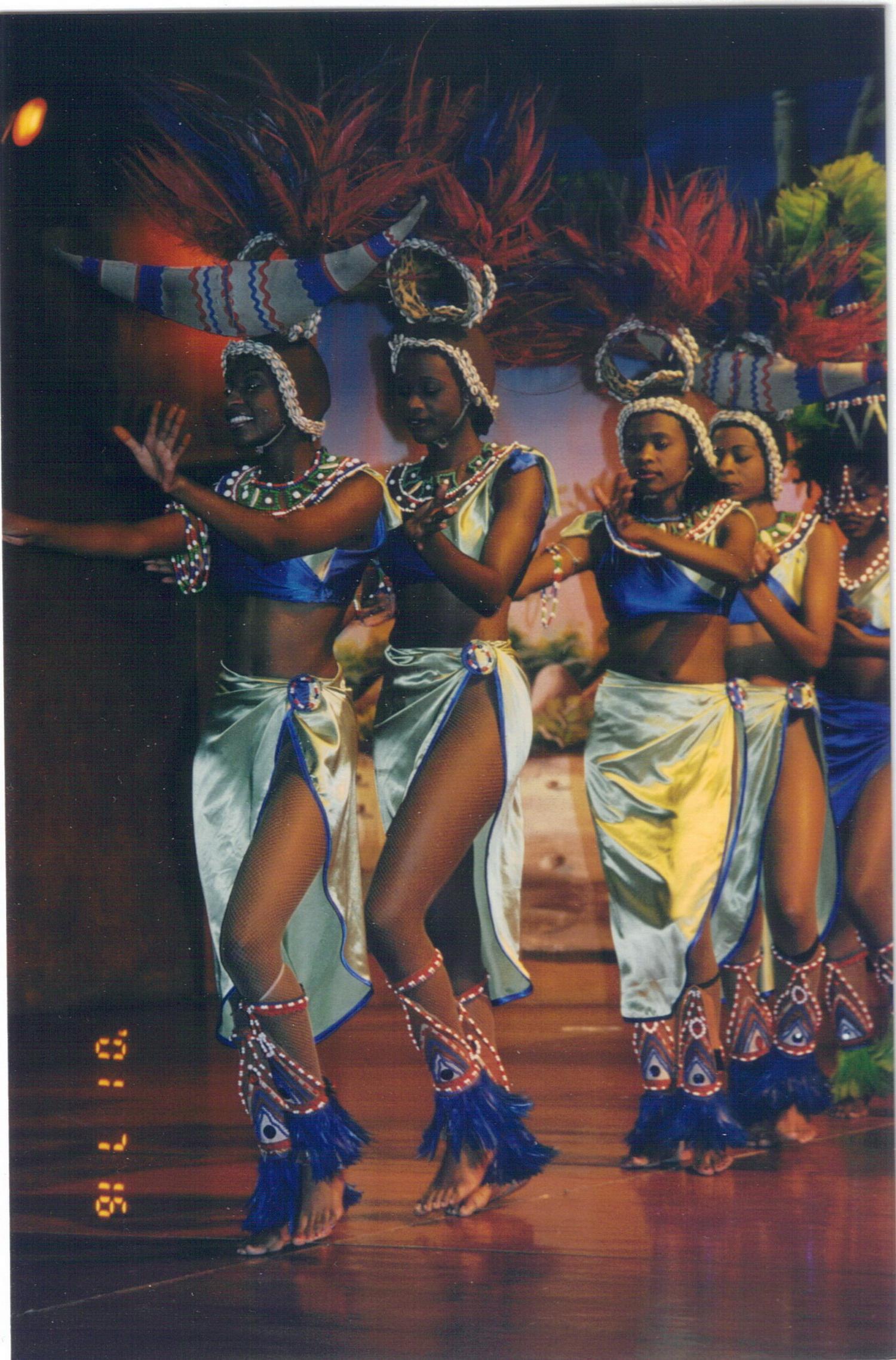 肯尼亚的民间舞蹈.jpg