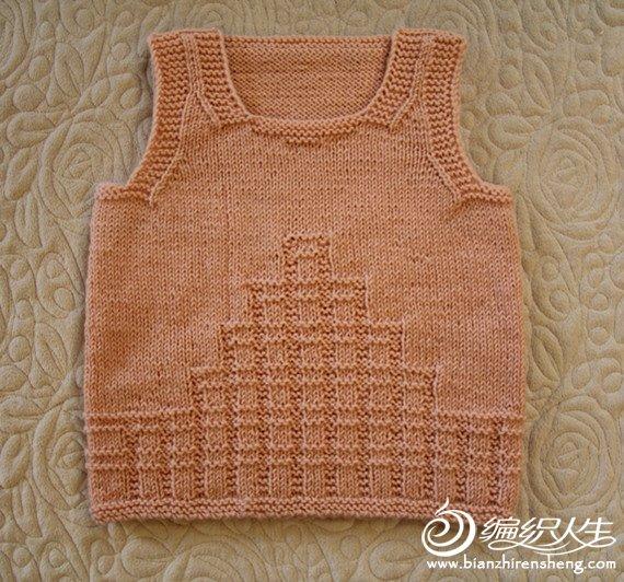 闲暇时用剩线给朋友的女儿织的小背心