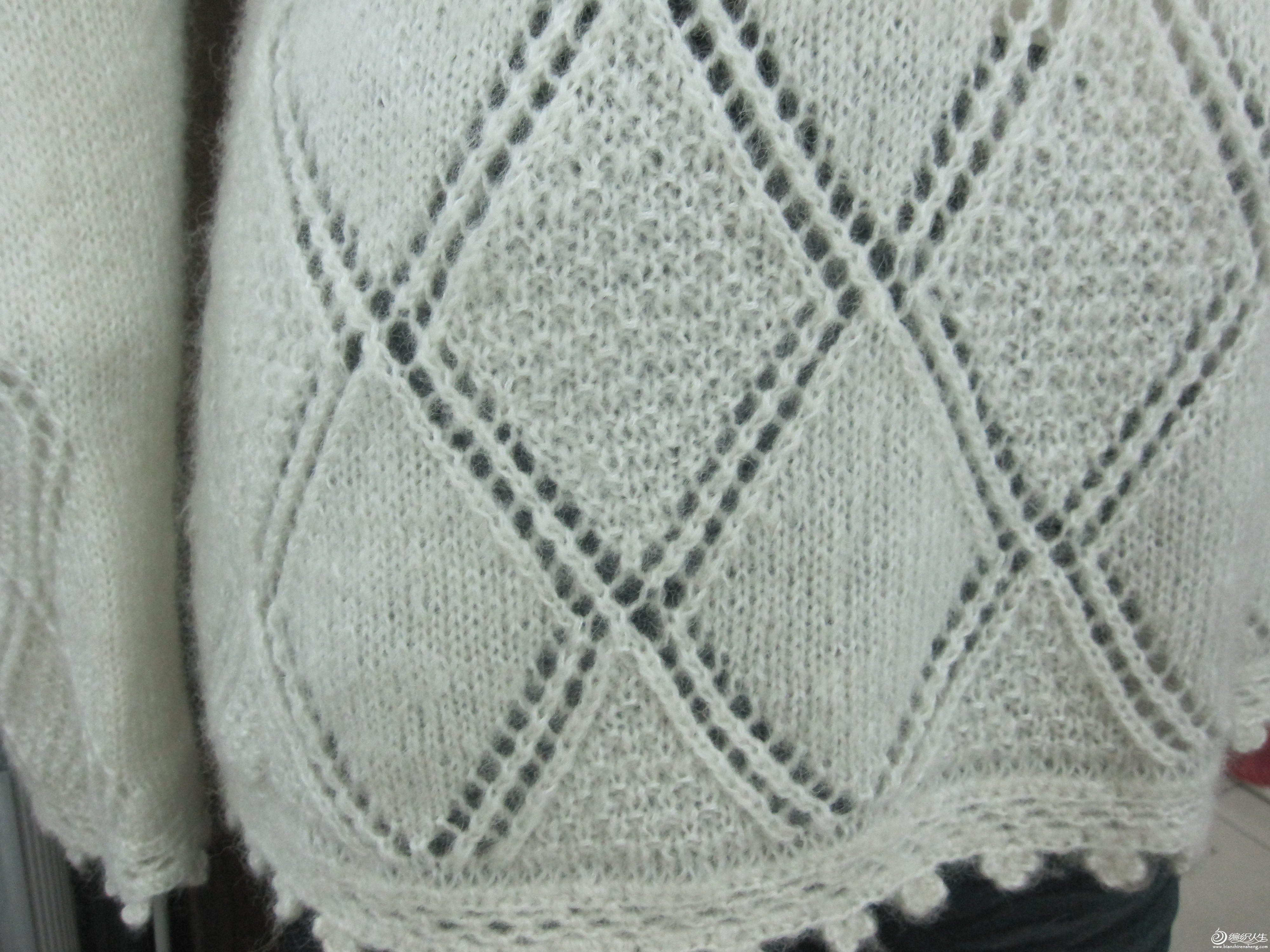 ...說不喜歡復雜的花樣,我找了好多后來還是決定自己選的菱形花樣,結果出來很滿意,線是通通家的伊秀爾貂絨加一股24支的配線12針片織的,后片全平針174針下面1.2尺上面掛肩8寸,前片花樣182針同后片開掛后織1寸開領,成衣一...[查看全文]