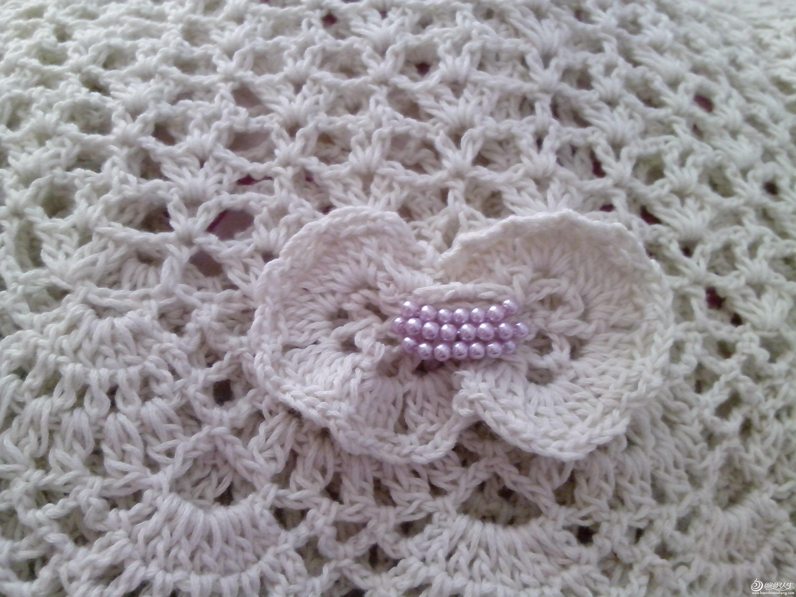 后面加了个蝴蝶结,钉了些淡紫色的珠子,立马身价递增