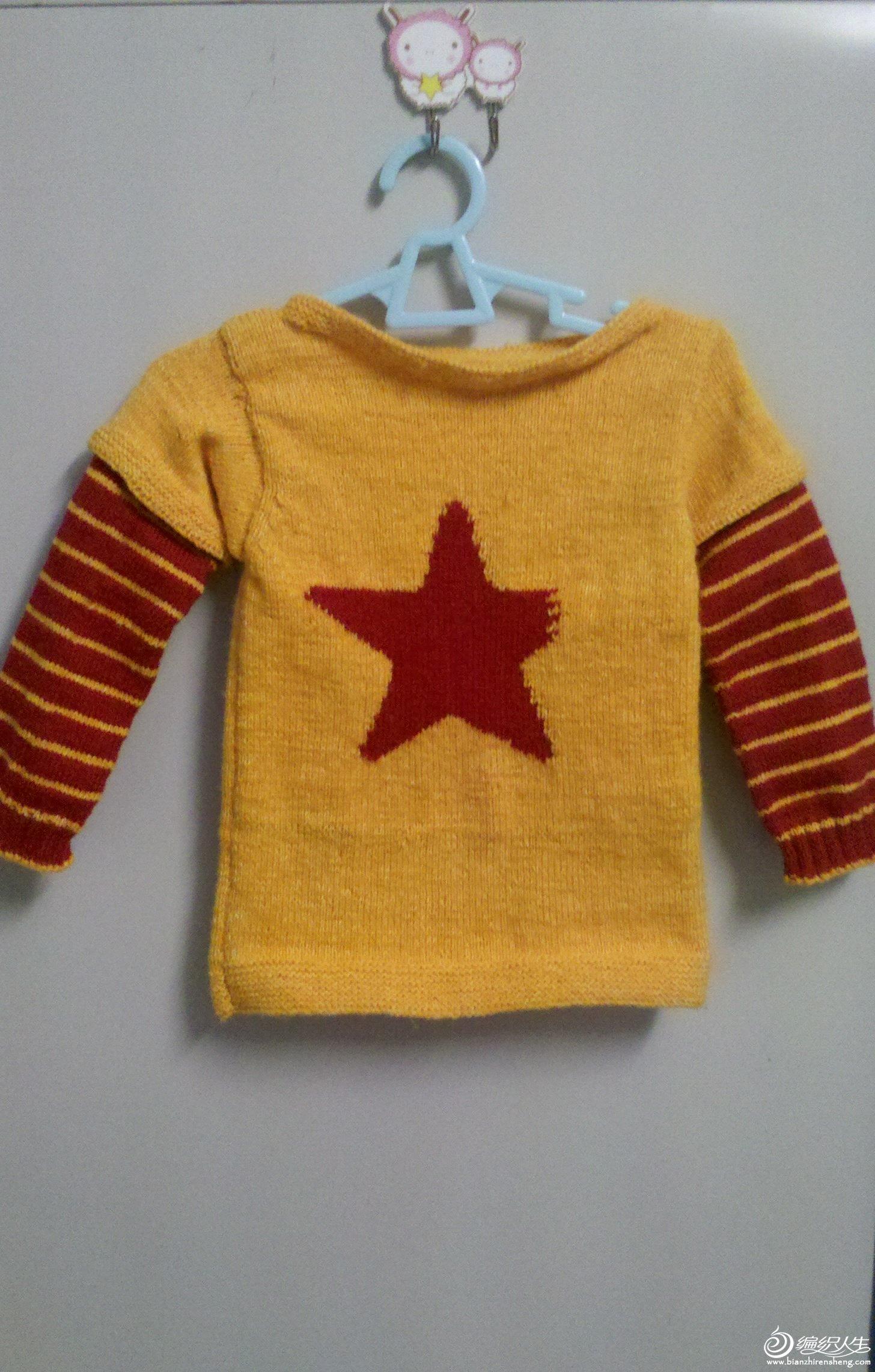 第二件小毛衣,黄色钱不够用了,所以织了一个假两件的感觉,呵呵。