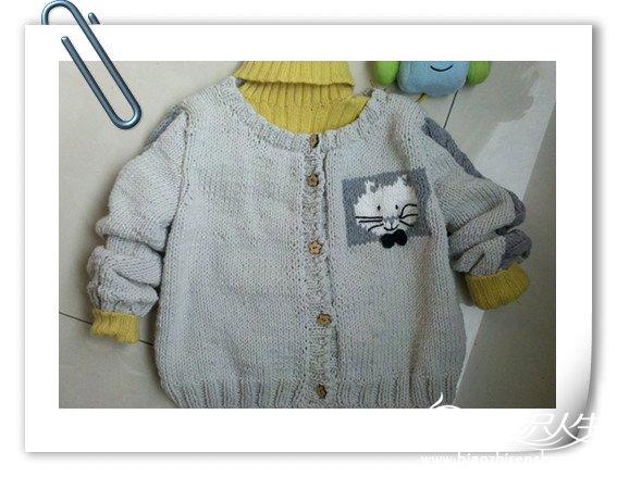这个是毛衣的正面,里面的毛衣也是手编的,但不是我编的,是我家的一亲戚编的高领羊毛衫。