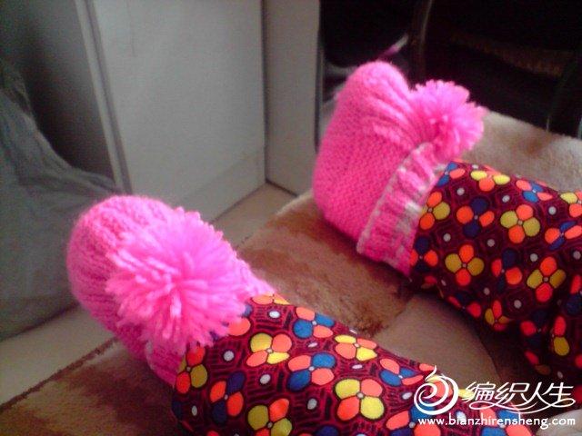 小脚丫真可爱哦。过完年不到半年我们这里不能穿鞋子,所以就穿上这个,保暖也很好看哦