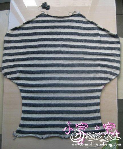 白灰色条纹长毛衣-5a.JPG
