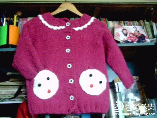 [3-6岁] 3-4岁从上往下织的可爱小熊开衫 玫红毛巾线作品
