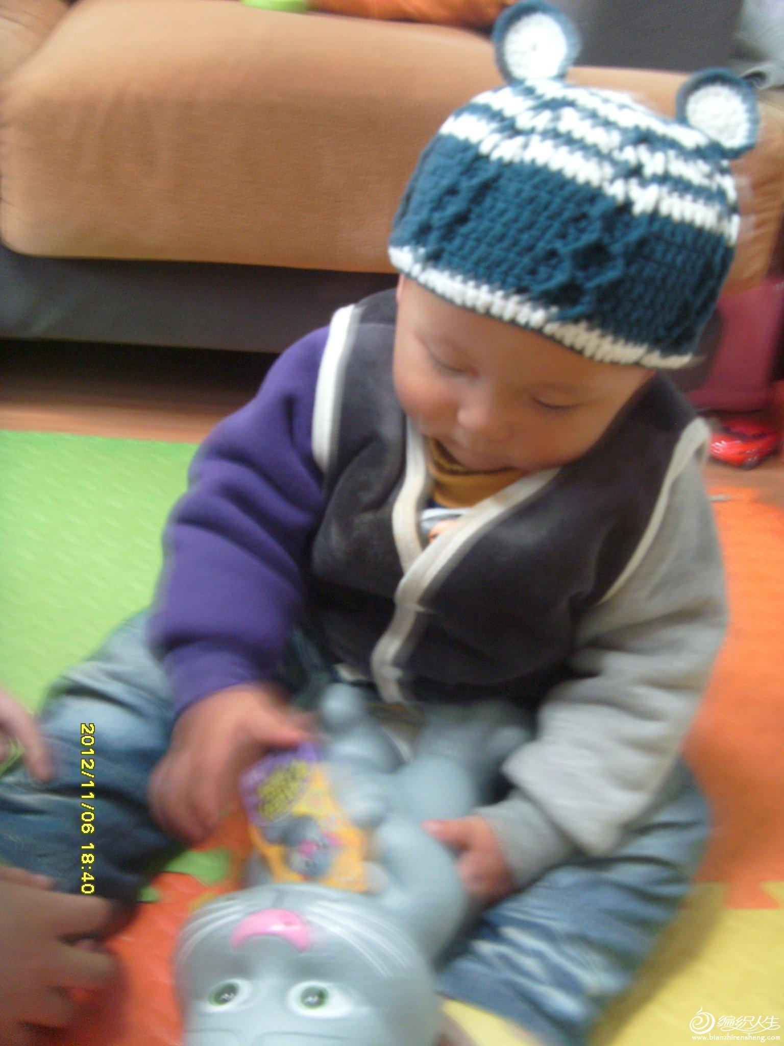 帽子秀,拍的时候宝宝在玩,有点晃