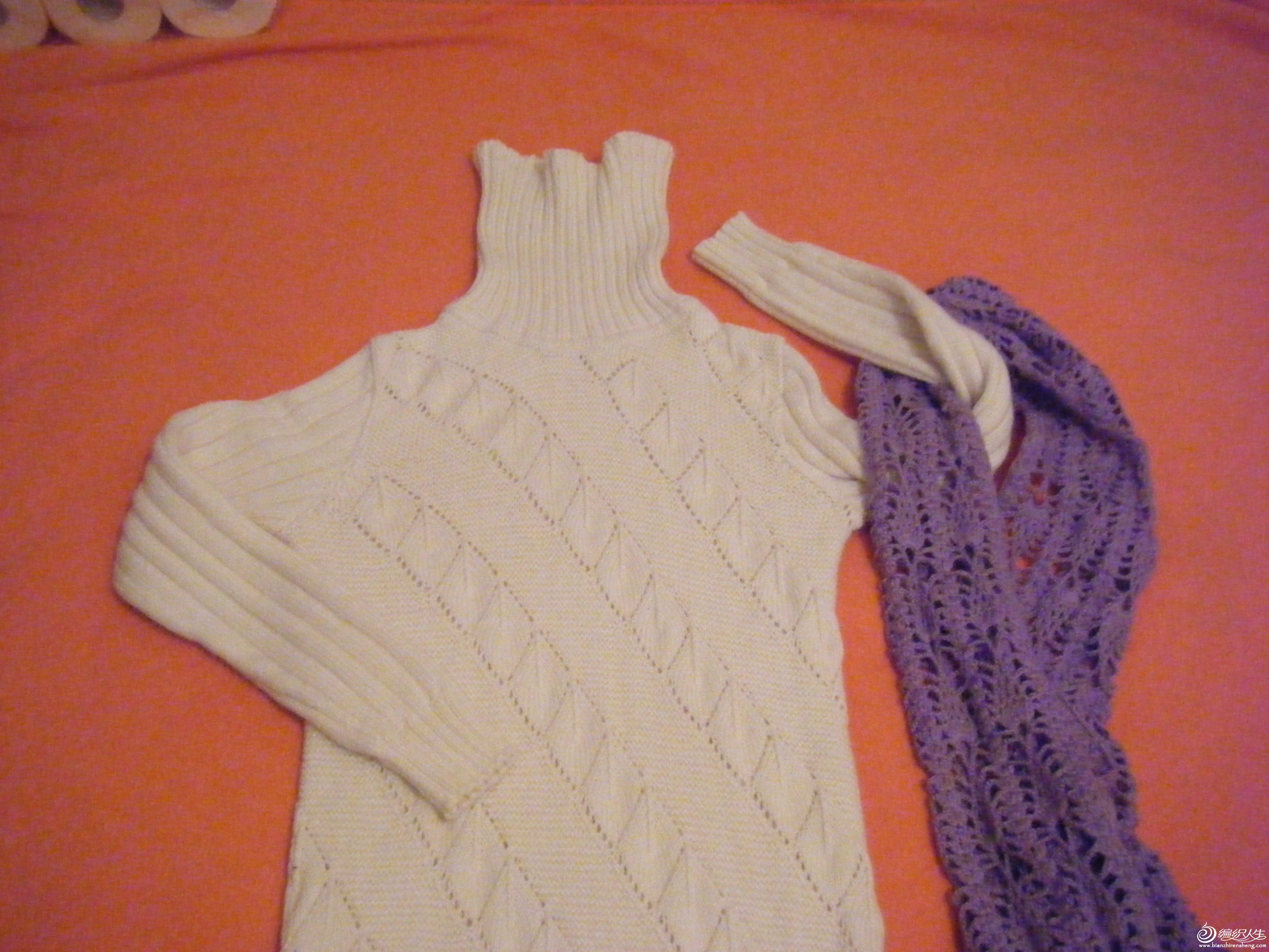 配上女儿的紫色围巾很好看呢