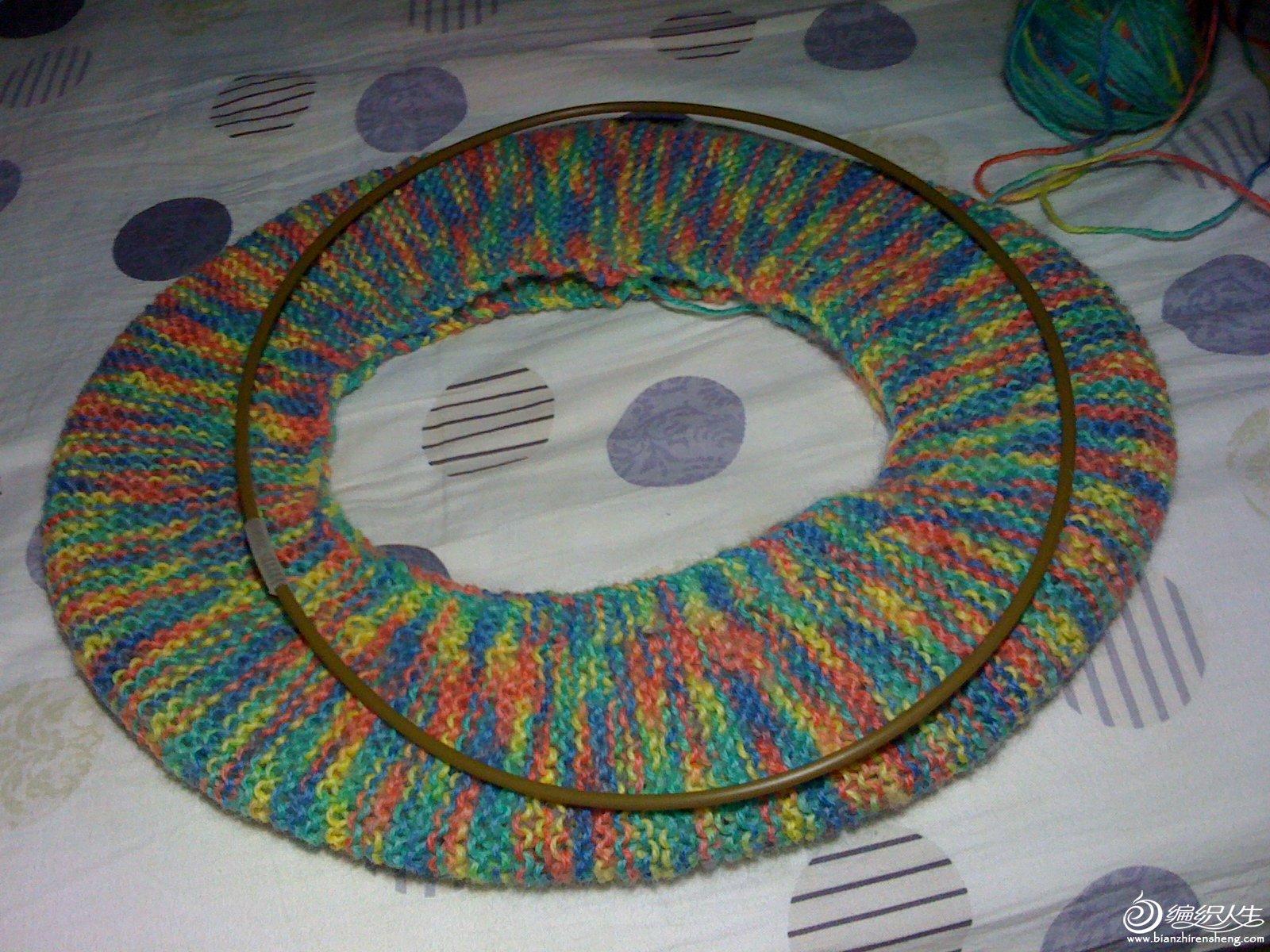 旧马桶硬圈跟织好的毛线垫