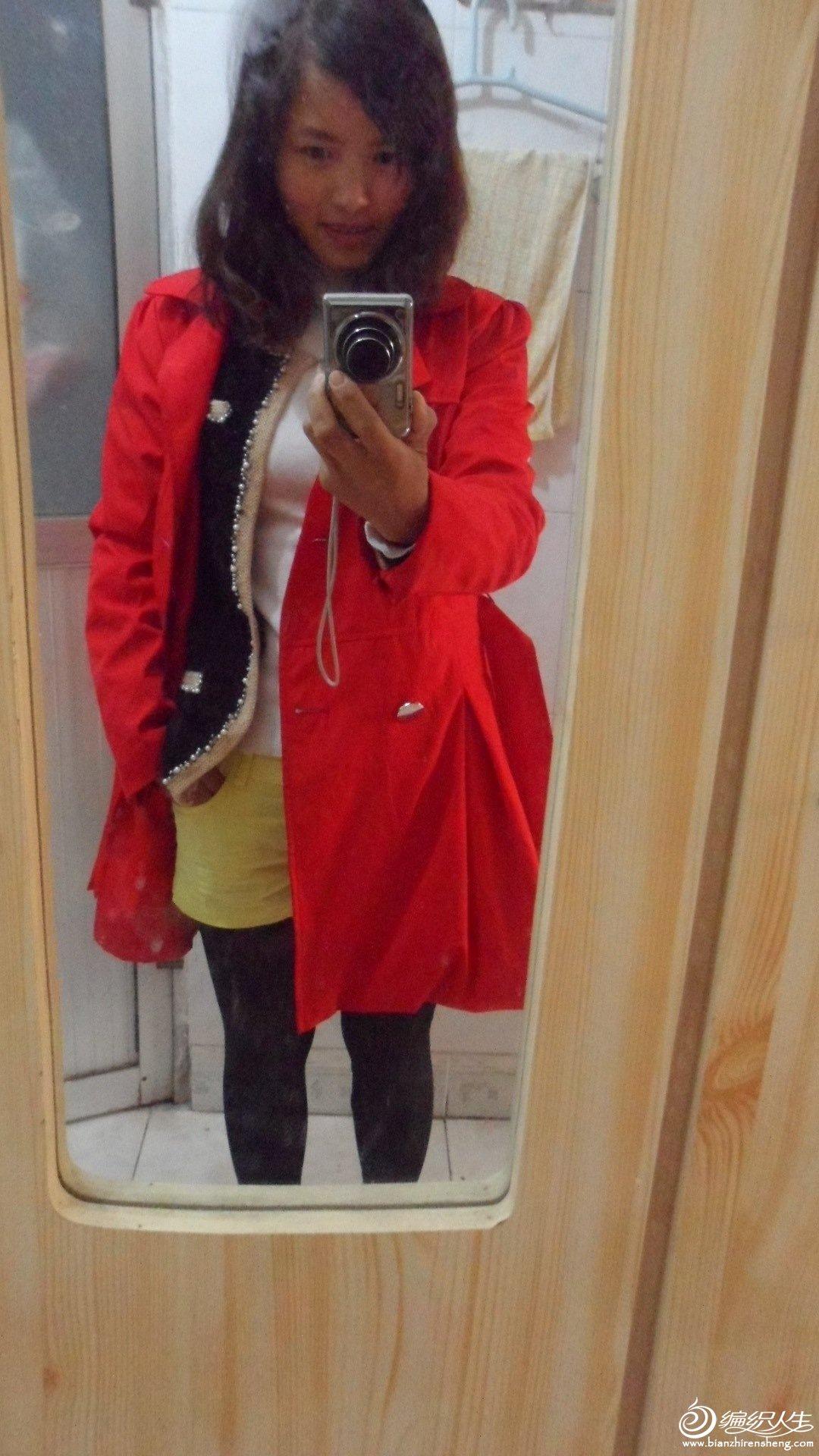 配件大红色风衣,更暖和了