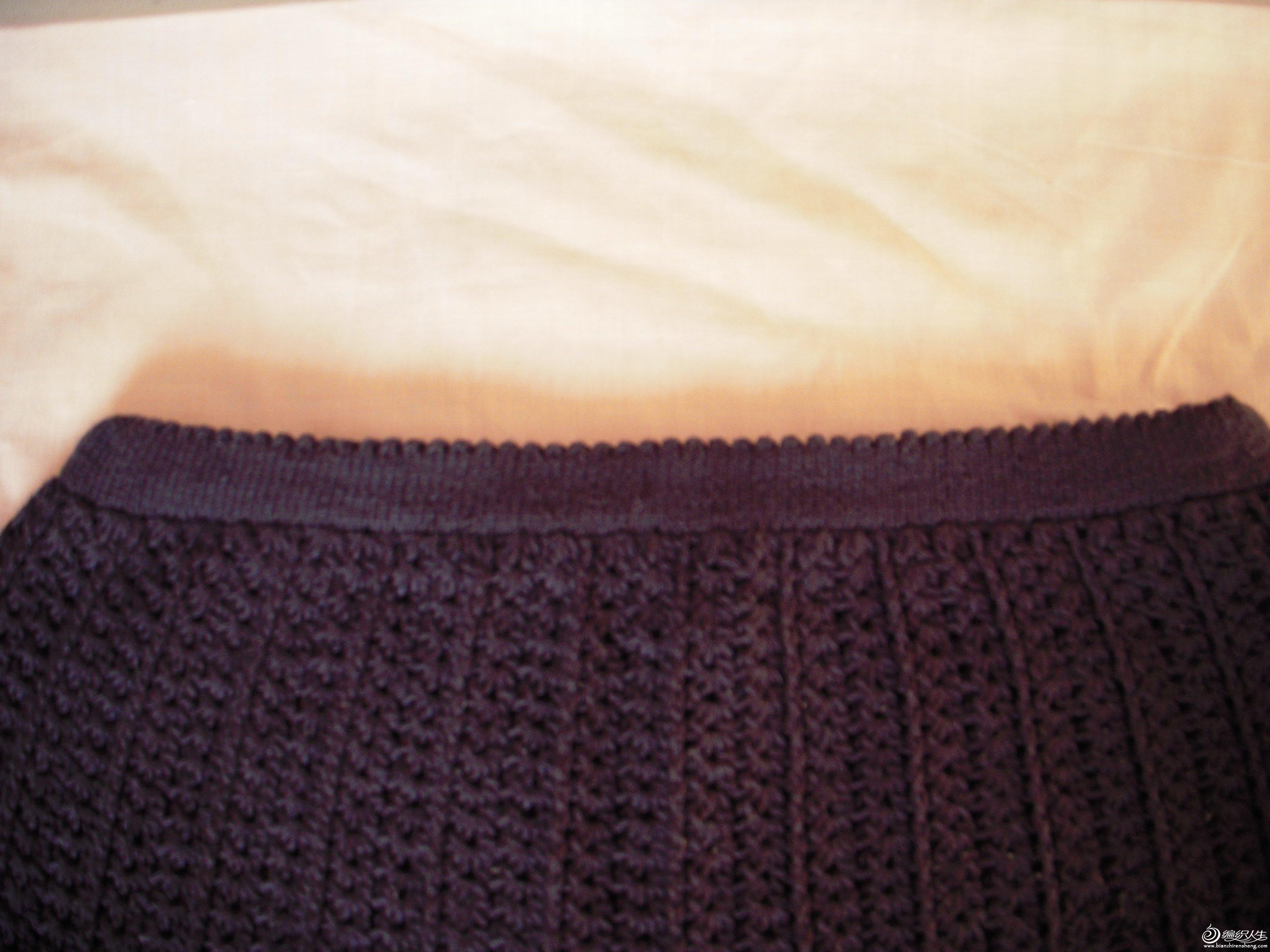 腰部是用毛衣针织的