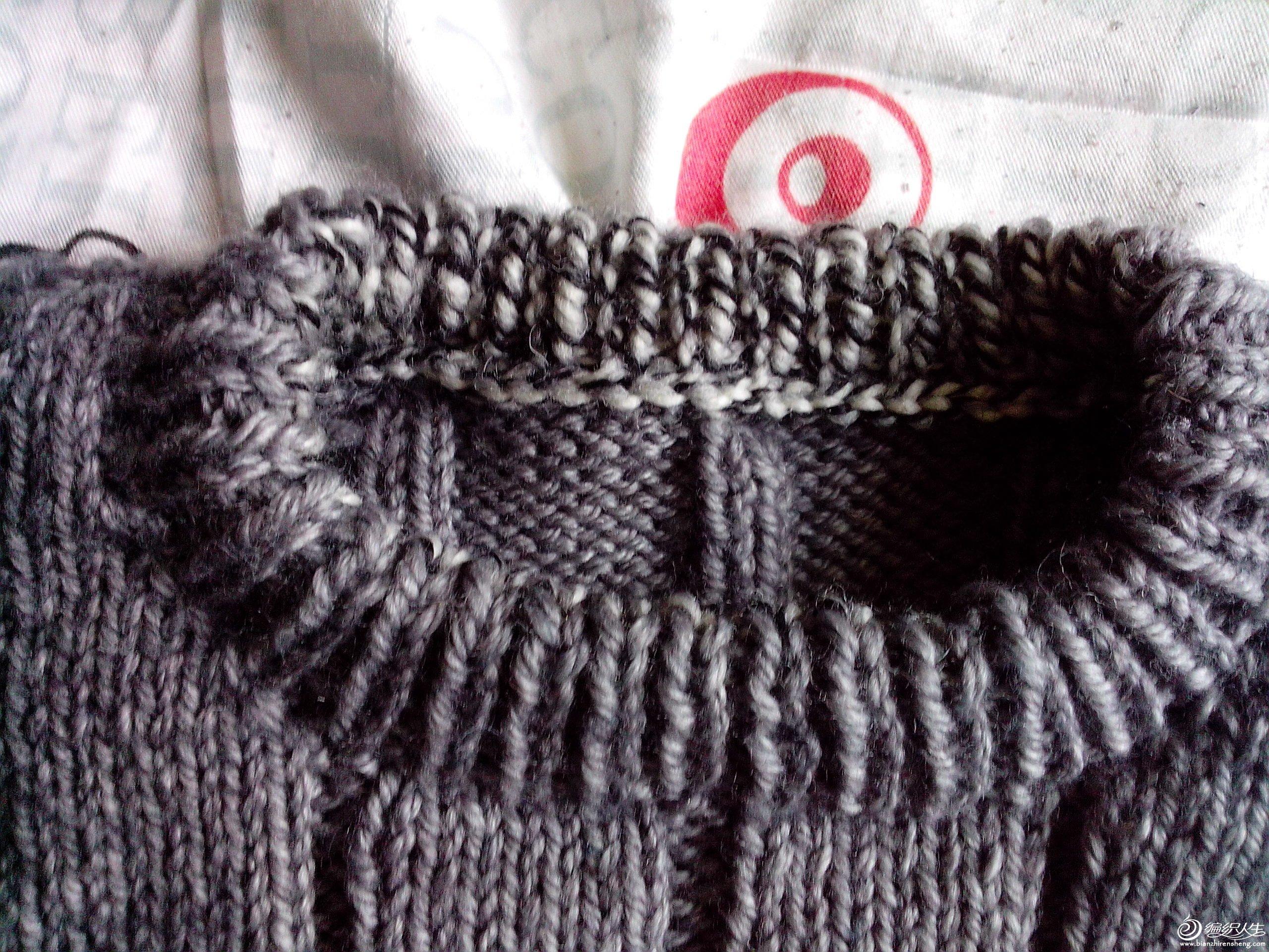 衣领细节,差线配不到,用的别的线