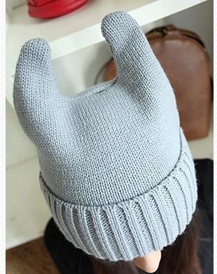 这图是现在很流行的恶魔耳朵帽子,我是想说从第一款的帽子改成这样啦  有会得姐妹吗