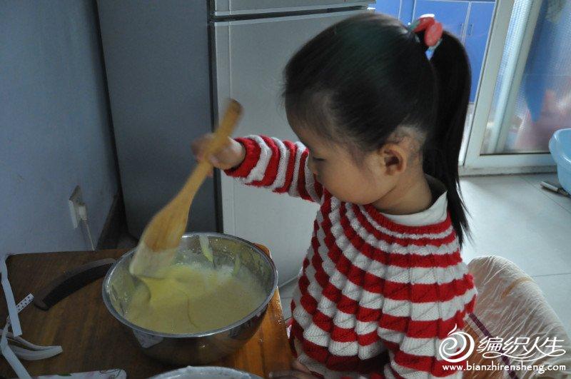 正在帮我做蛋糕糊糊~~~