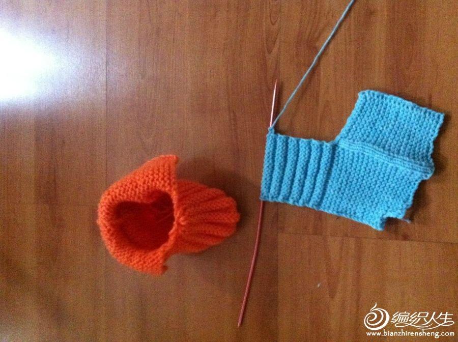先织了橘色的,可发现线粗了,很笨,又换了宝宝绒