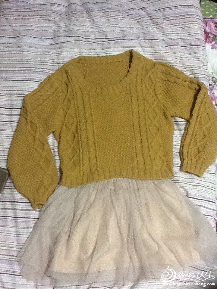 图片不太清楚,几款混合花样。复古麻花毛衣,袖子是蝙蝠型的~衣服做了小收腰,整个就不会臃肿了。