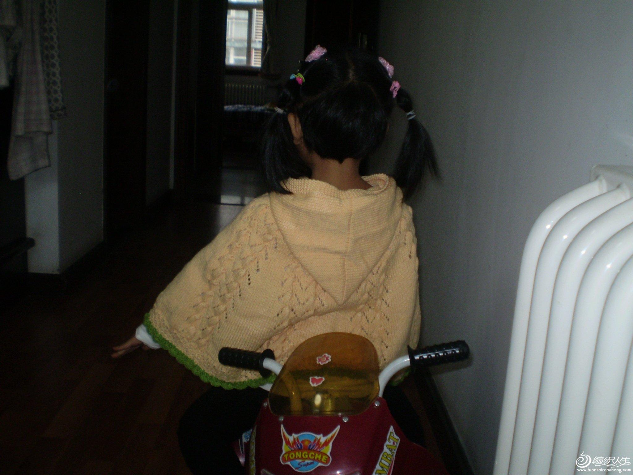 宝宝绒手工编织披肩,适合1-2岁宝宝穿着,价格128元