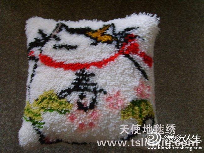 2成品之绣好的菊绒抱枕.JPG