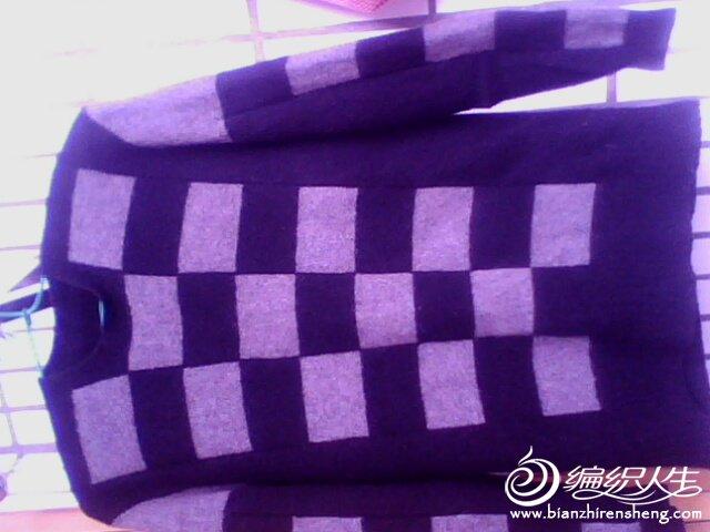 欣欣小屋貂绒,5两黑色,1两中灰色,保暖性很好,不掉毛,不起球。随性设计,分片编织。
